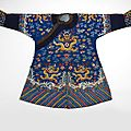 Robe d'enfant en soie bleue brodée, chine, dynastie qing, epoque guangxu (1875-1908)
