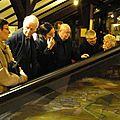 Devant le plan relief de la forteresse de Vauban