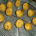 Canneles aux noix et roquefort
