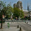 Notre-Dame depuis la rue Saint-Julien le Pauvre.