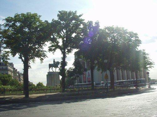 place du trocadéro + palais de chaillot