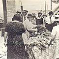 Le marché, devant la mairie