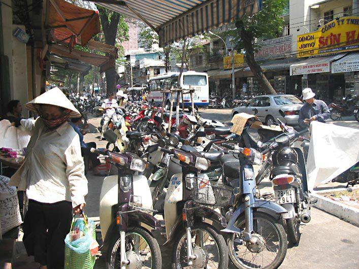 HO CHI MINH VILLE - trottoirs encombrés