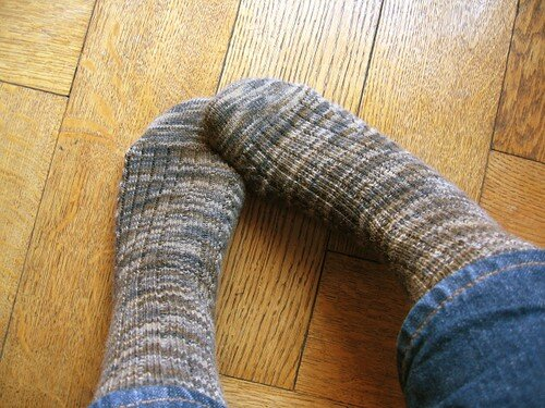 Socks with anatomically-shaped asymetric toes