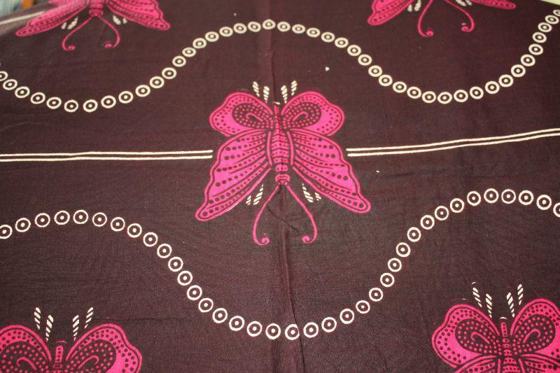 Wax papillons roses fond marron
