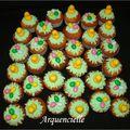 Cupcakes de pâques oeufs et poussins, vue dessus