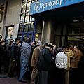 En grèce, une panique bancaire a débuté, et les citoyens ne payent plus leurs impôts
