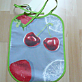 fraise cerise fond gris biais vert