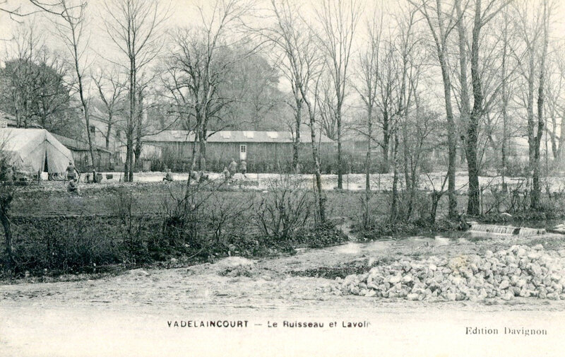 Vadelaincourt, baraques d'hôpital avec soldats