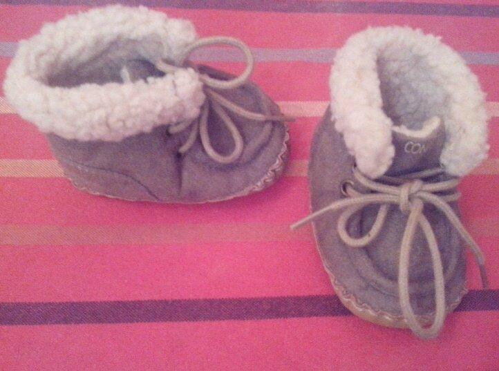 *Chaussures daim fourrées bébé, 3 mois