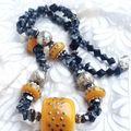 collier pierres semi précieuses et perles décorées à la main