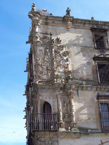 Trujillo-Palacio del Marques de la Conquista-bustes de PIzarro & de sa femme'