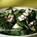 Salade d'épinards au roquefort et aux noix
