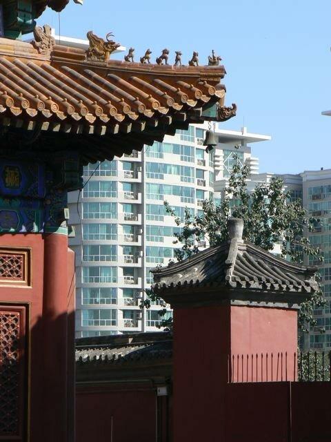 Lama temple et bâtiments modernes