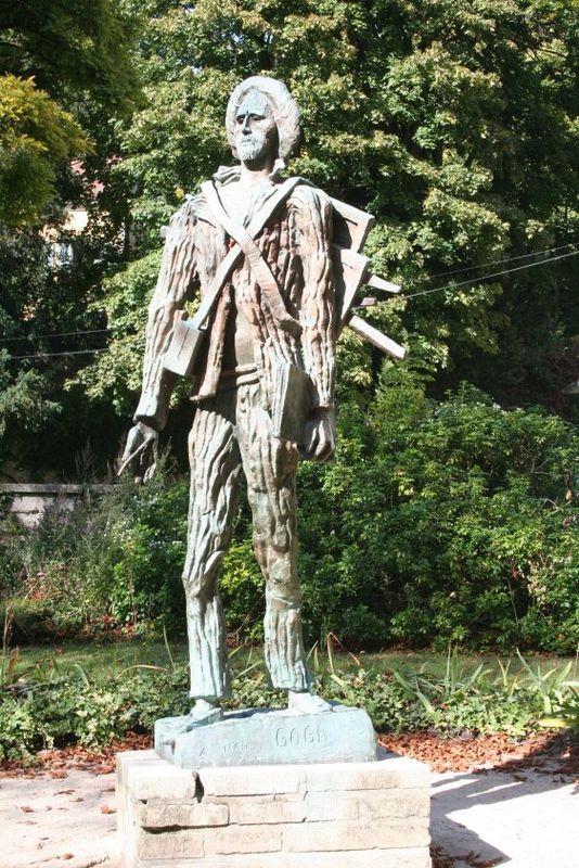 07-statue van-gogh
