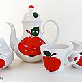 <b>Vaisselle</b> Vintage ... Service à café BAVARIA * Pommes rouges