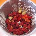 Sorbet aux framboises et à la mangue avec une chantilly au citron