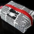 55. imprimé journal et rouge