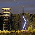 Une « tour de tesla » futuriste dans un bois abandonné près de moscou