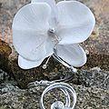 bracelet ouvert avec orchidée proposition pour Katia