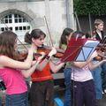 Ensemble de violons à la Fête de la Musique