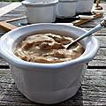 <b>Crème</b> de pruneaux à l'armagnac et au tofu soyeux