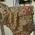 Culotte BIANCA en coton fleuri rose sur fond <b>ocre</b>/beige - Noeud rose vif...