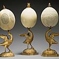 Trois oeufs d'autruche gravé à monture en <b>bronze</b> <b>ciselé</b> et <b>doré</b>
