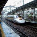 Shinkansen 700 Rail Star sous la pluie d'Okayama