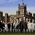 Downton Abbey (saison 1) créé par Julian Fellowes avec <b>Maggie</b> <b>Smith</b>, Hugh Bonneville, Dan Stevens