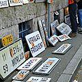 Dépôt des panneaux démontés devant la Préfecture