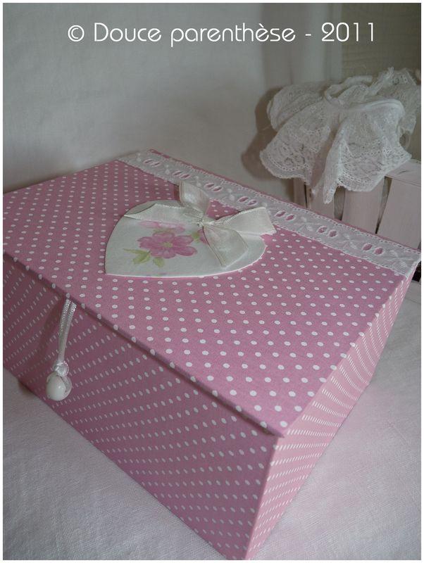 Boîte rose pour Any (extérieur)