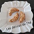 Petits <b>croissants</b> aux pignons