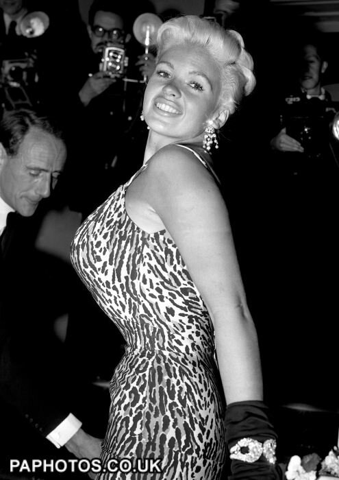 jayne-1957-09-25-london-premiere_oh_for_a_man-1