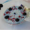 Pannacotta lavande et cerises noires poêlées........papillons dentelle de sucre