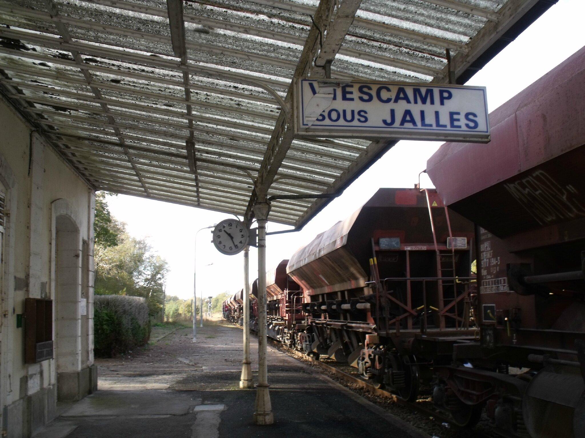 Viescamp-sous-Jallès (Cantal - 15)