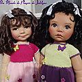 Mirabelle et Miranda en même tenues tricotées coloris différents