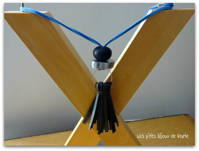 sautoir pompon bleu 4