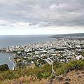 La ville de saint-denis vue de la montagne