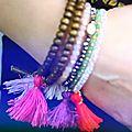 Do it yourself : des bracelets tibétains avec pompons!