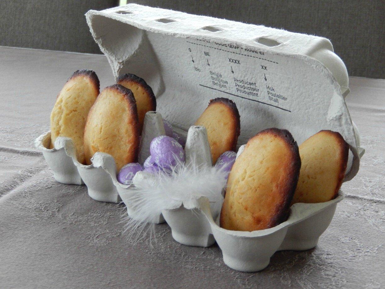 Madeleines au citron présentées à Pâques