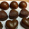 Chocolat au lait a la gelée de framboise et chocolat au lait au pralin , croustillant chocolat blanc