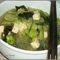Soupe chinoise aux vermicelles et au tofu