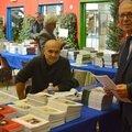 Eric Labayle, le dynamique directeur des éditions Anovi, en discussion avec le général Philippot