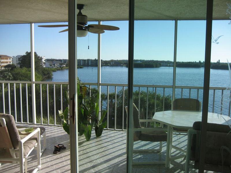 vue sur balcon et Banana River