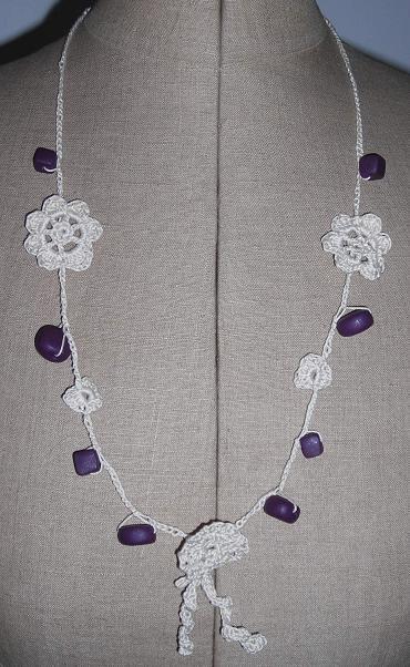 crochet collier beige violet