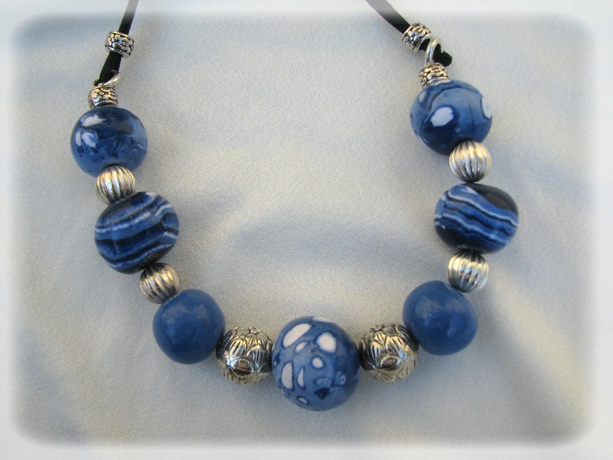 collier boules bleues