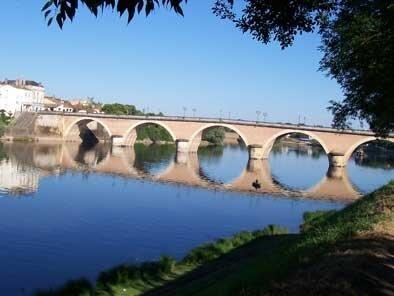 Le Vieux Pont vu de la rive gauche