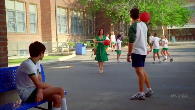 Ugly Betty - 2x17 - The Kids Are Alright 01