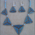 Collier triangle grisbleu